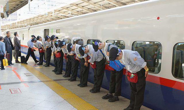 '7 phút' và câu chuyện đáng khâm phục trên mỗi chuyến tàu cao tốc Nhật Bản
