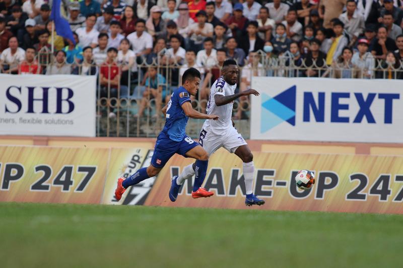 Vòng 2 V-League: Hà Nội bị ngáng chân, HAGL lộ mặt