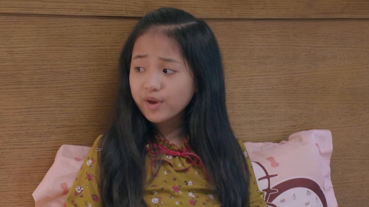 Cô bé bị ném đá vì diễn quá đạt vai hỗn láo ở phim 'Những cô gái trong thành phố'