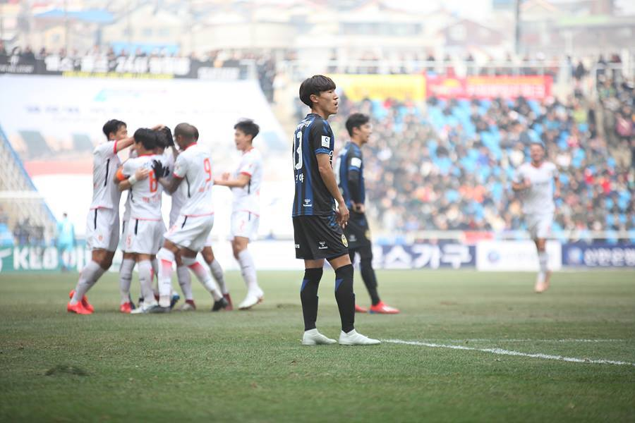 Công Phượng được đồng đội Incheon khen, 'nể' khoản tiếng Anh