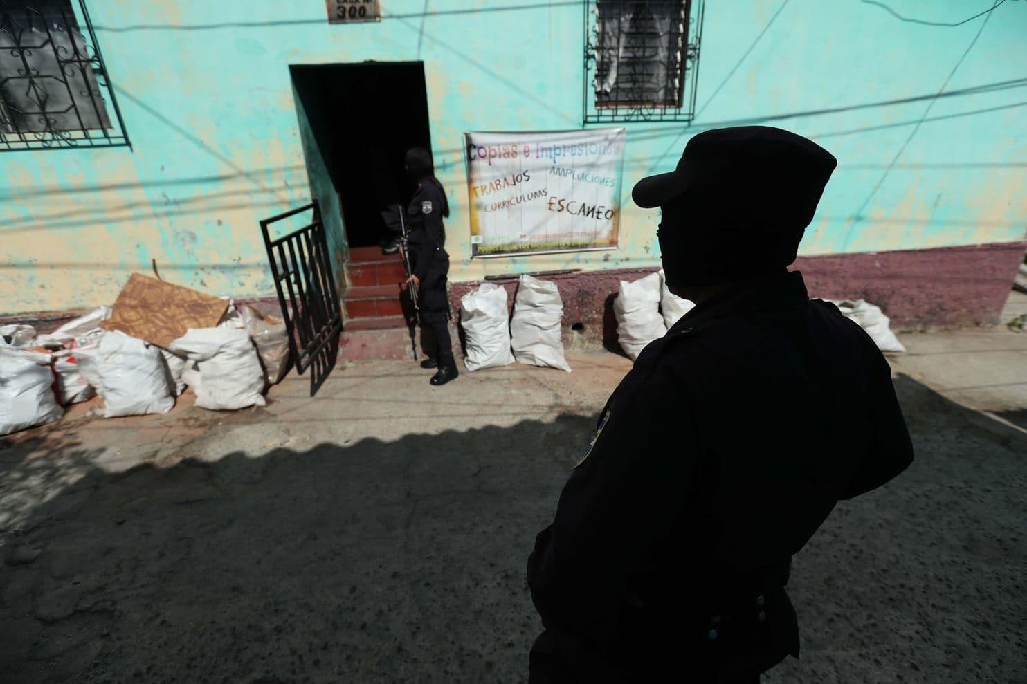 Bên trong quốc gia bạo lực tới mức cảnh sát phải bỏ trốn