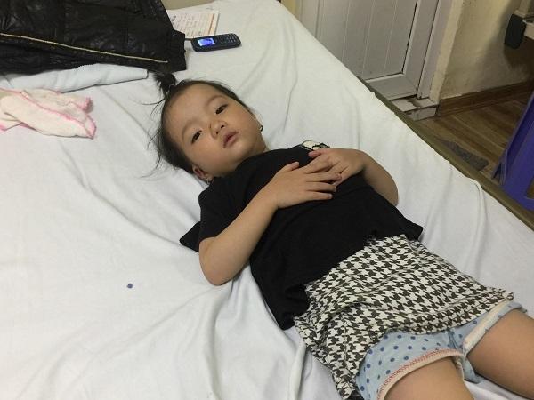 Cần 120 triệu đồng cứu nguy tính mạng bé gái bệnh tim