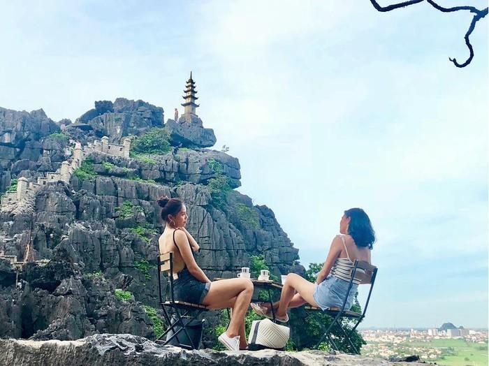 Địa điểm bạn gái Quang Hải và nhiều người đẹp mê mẩn check in