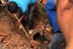 Phá cống nước thải, cứu nam thanh niên ngáo đá
