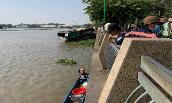 Thi thể nữ giới nghi bị sát hại trôi trên sông Sài Gòn