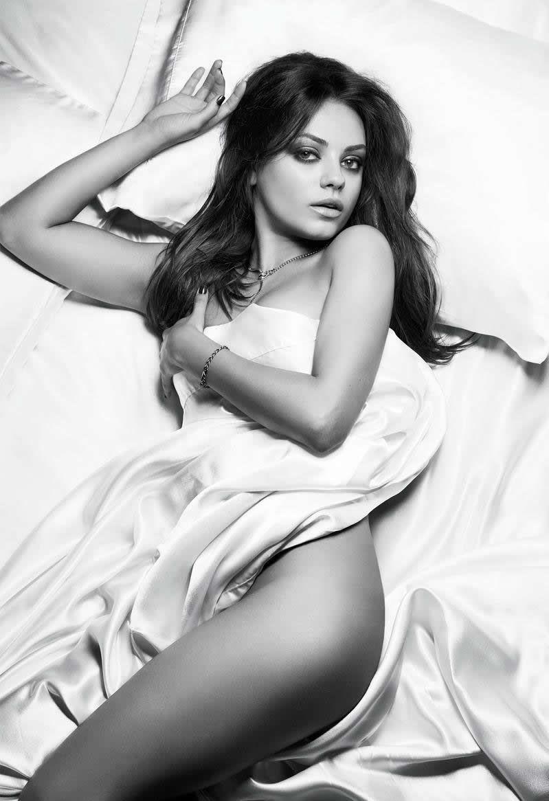 Mỹ nhân sinh năm 1983 từng được tạp chí Esquirechọn là 'Người phụ nữ gợi tình nhất' năm2012, khi đã 29 tuổi.