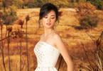 Á quân Quỳnh Anh đẹp mơ màng với váy hở vai