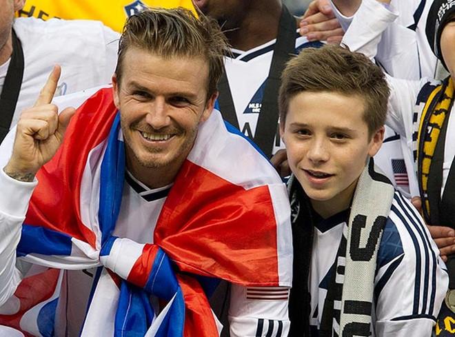 Nhà Beckham mừng sinh nhật con trai bằng loạt ảnh thơ bé đáng yêu