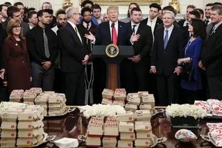 Ông Trump đãi khách Nhà Trắng bằng đồ ăn nhanh