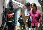 Người phụ nữ khóc ngất chứng kiến 2 căn nhà cháy rụi ở Sài Gòn