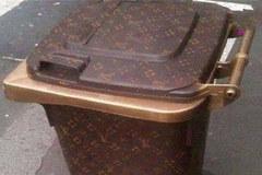 Duy nhất ở quốc gia này đến thùng rác cũng phải là hàng hiệu LV