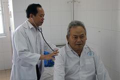 Cứu sống bệnh nhân bị hoại tử đại tràng có thể chết trên bàn mổ
