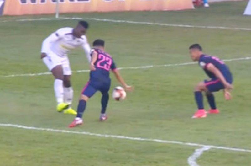 HAGL trách trọng tài 'lờ' penalty, Ban trọng tài nói chờ mổ băng