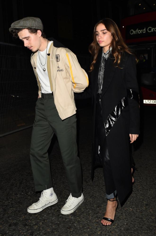 Con trai cả nhà Beckham mới 20 tuổi nhưng thích mặc đồ già như quý ông