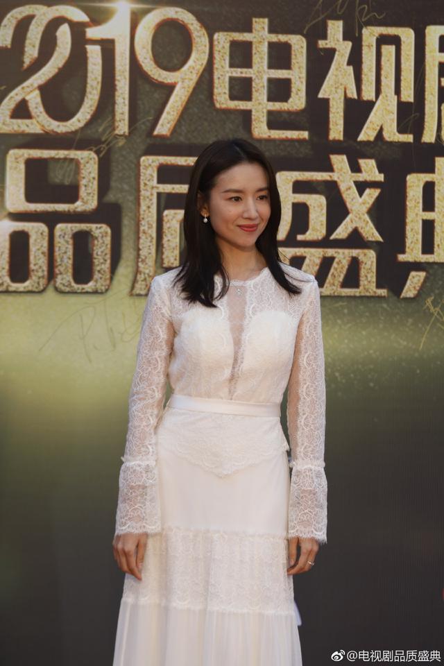 Dàn sao Hoa ngữ váy áo thướt tha giữa trời mưa lạnh Thượng Hải