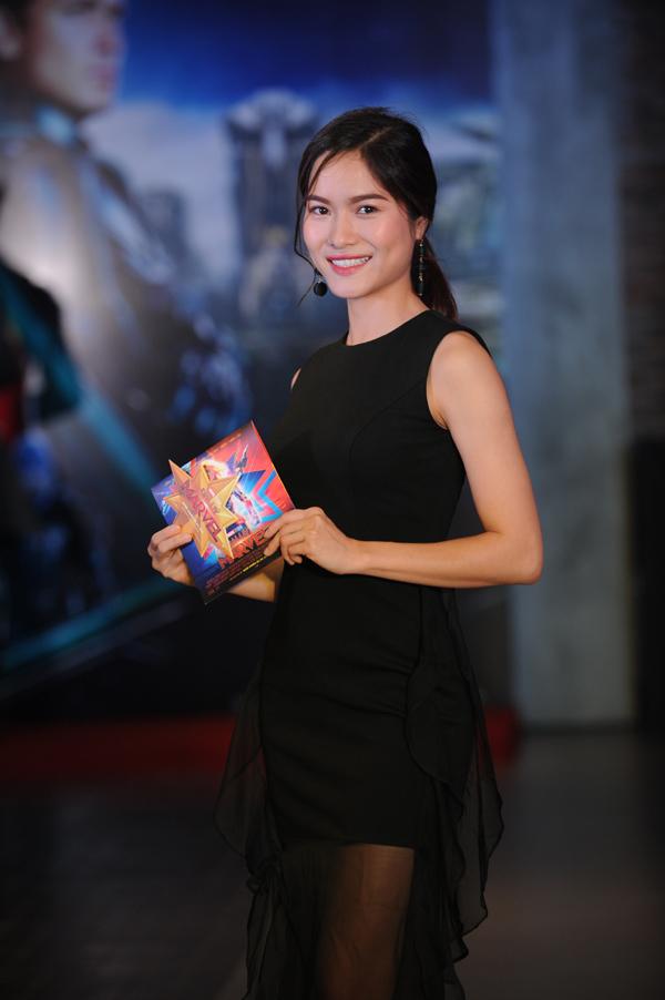Hoa hậu Đỗ Mỹ Linh đeo khẩu trang kín mặt dự ra mắt bom tấn 'Captain Marvel'