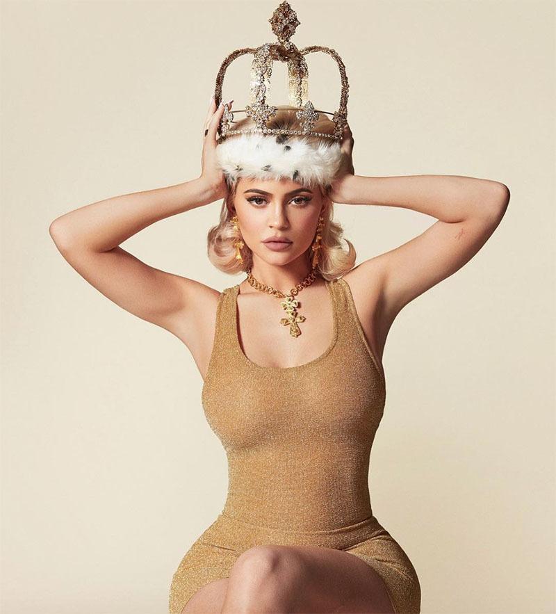 Vượt ông chủ Facebook, người mẫu gợi cảm 21 tuổi thành tỷ phú tự thân trẻ nhất thế giới