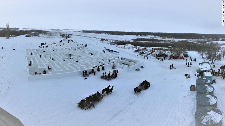Chiêm ngưỡng mê cung bằng tuyết lớn nhất thế giới