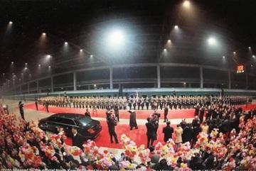 Người dân Bình Nhưỡng vỡ òa hạnh phúc đón ông Kim Jong Un trở về