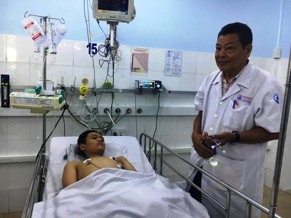 Cứu sống bé trai 15 tuổi bị viêm cơ tim nguy kịch