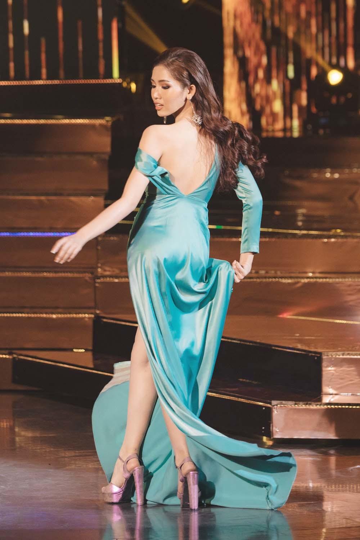 Đỗ Nhật Hà diễn bikini bốc lửa tại bán kết Hoa hậu Chuyển giới quốc tế 2019