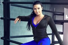 Nữ ca sĩ nghiện ngập Demi Lovato đánh gãy răng huấn luyện viên