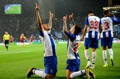 Hạ Roma sau 120 phút, Porto đoạt vé tứ kết C1 nhờ VAR