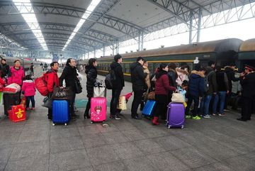 Hàng chục triệu người sẽ bị cấm mua vé máy bay, tàu hỏa