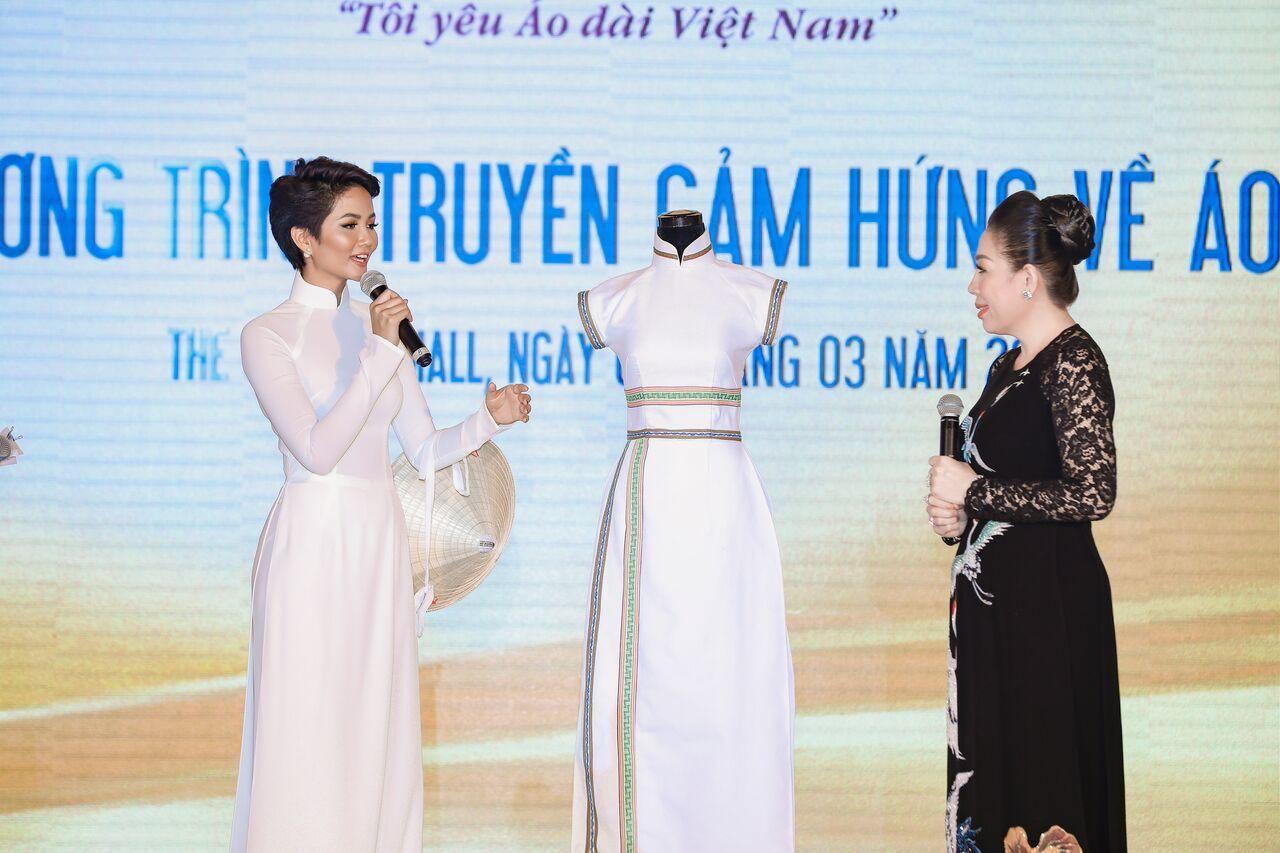 H'Hen Niê rạng rỡ trong ngày hội truyền cảm hứng áo dài