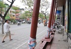 Lạ ở Hà Nội: Loạt nhà trên đất vàng bỗng dưng 'chống nạng'