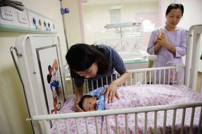 Lý do bất ngờ ngày càng nhiều em bé Thượng Hải mang họ mẹ