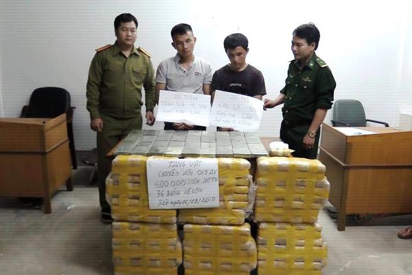Bắt 2 thanh niên vận chuyển 600 nghìn viên ma túy và 36 bánh heroin