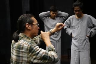 'Nữ ca sĩ hói đầu' - vở kịch phi lý của Trần Lực