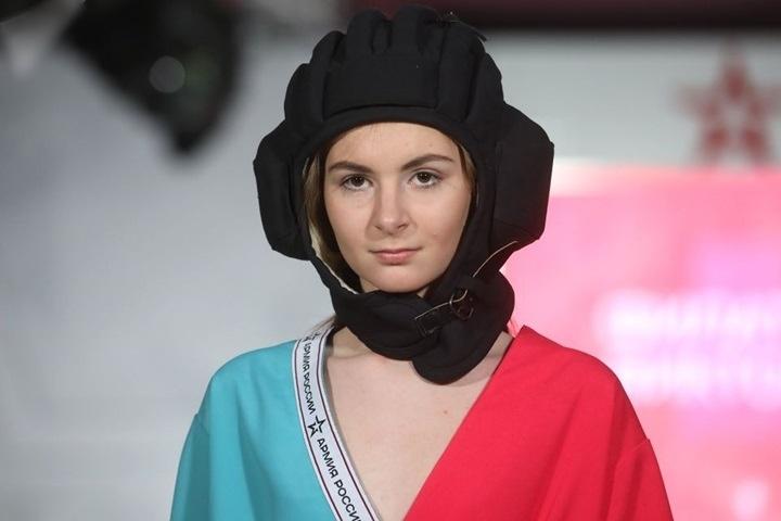 Hình ảnh thời trang quân sự Nga hấp dẫn, sành điệu, khỏe khoắn