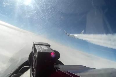 Xem chiến cơ Nga chặn, rượt đuổi máy bay do thám Mỹ