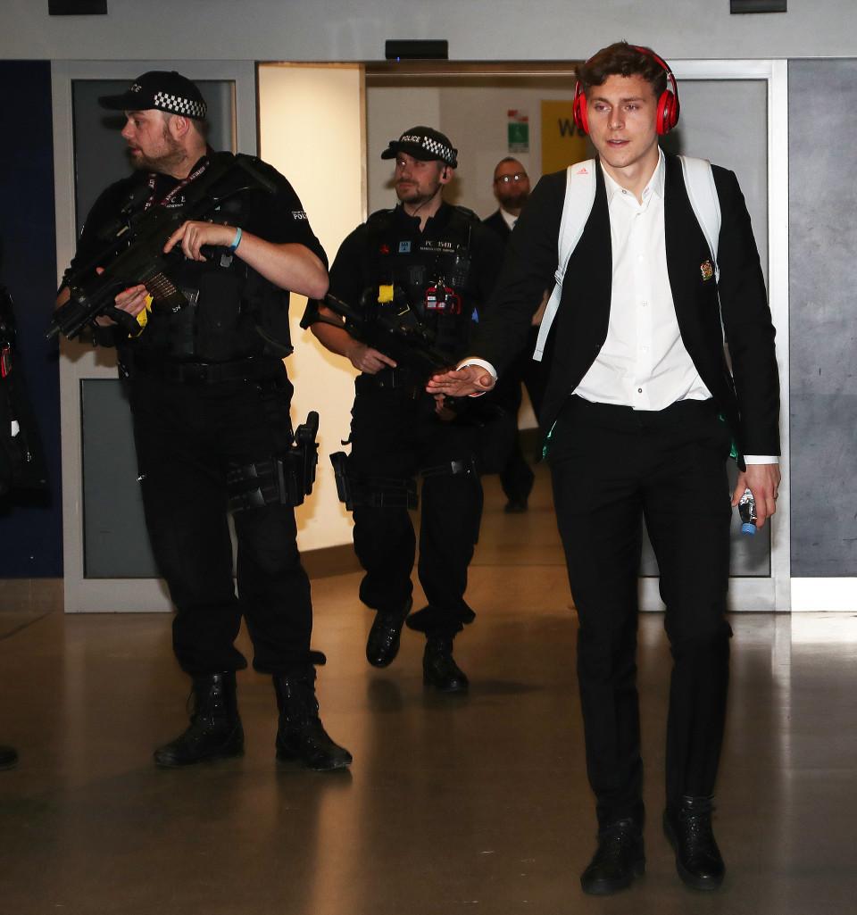 Dàn sao MU tức tốc trở lại Anh 'đại chiến' Arsenal