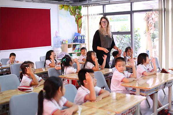 IEC Quảng Ngãi dành nhiều đãi ngộ cho giáo viên