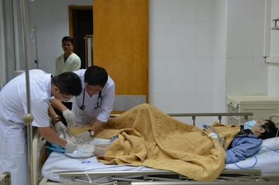 Chàng trai 28 tuổi bị mục ruỗng bàn chân chỉ từ vết xước nhỏ