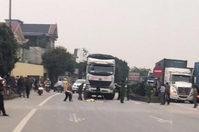 Thanh Hóa: Bé gái 3 tuổi chạy ra đường bị xe tải đâm tử vong