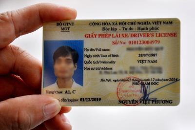 Mất bằng lái xe phải thi lại: Sao không cấp giấy phép lái xe điện tử?