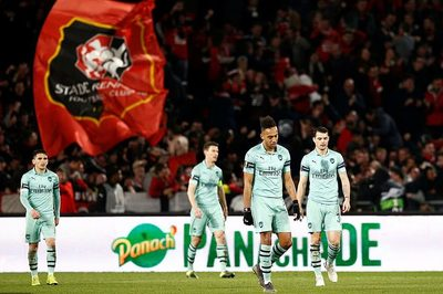 Arsenal thua đau trận lượt đi vòng 1/8 Europa League