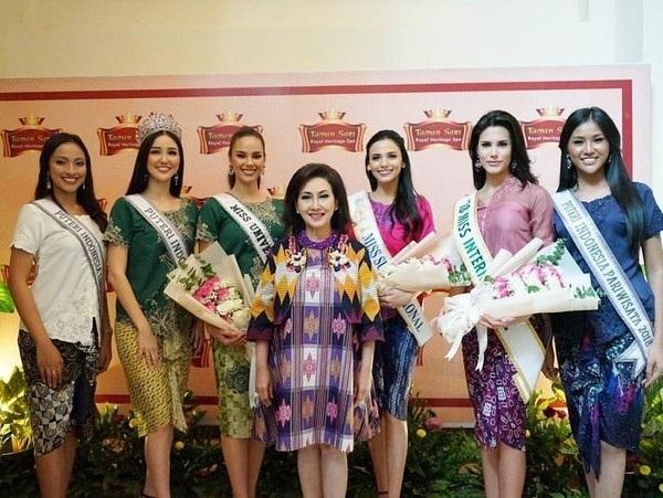 Ba nữ hoàng sắc đẹp quốc tế xinh đẹp rạng rỡ hội ngộ ở Indonesia