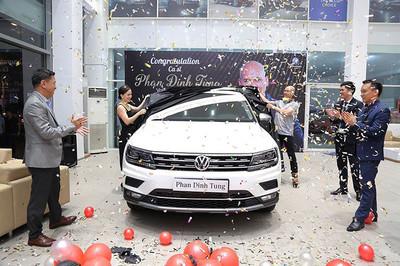 Ca sĩ Phan Đình Tùng tậu Volkswagen tặng vợ ngày 8/3