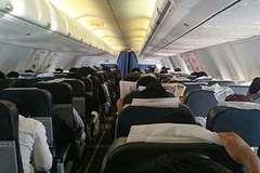 Trục xuất hành khách vừa lên máy bay đã cầu tai nạn