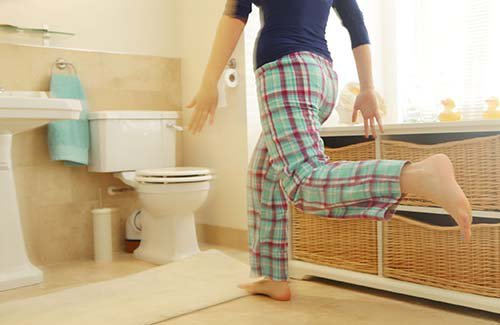 6 thói quen đi vệ sinh gây nguy hiểm cho sức khỏe người Việt hay mắc