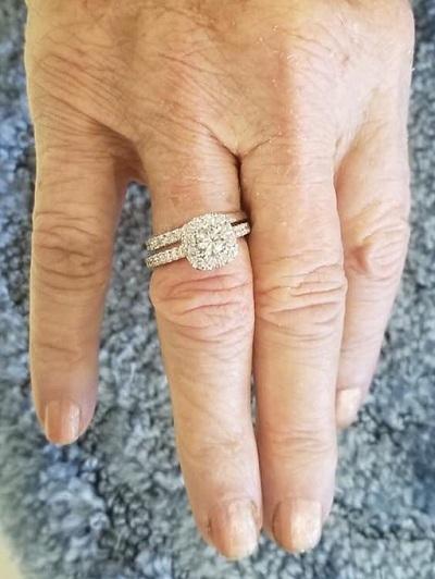 Cầu hôn lại vợ sau 63 năm chung sống