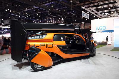 Ô tô bay đầu tiên trên thế giới được bán giá 600.000 USD