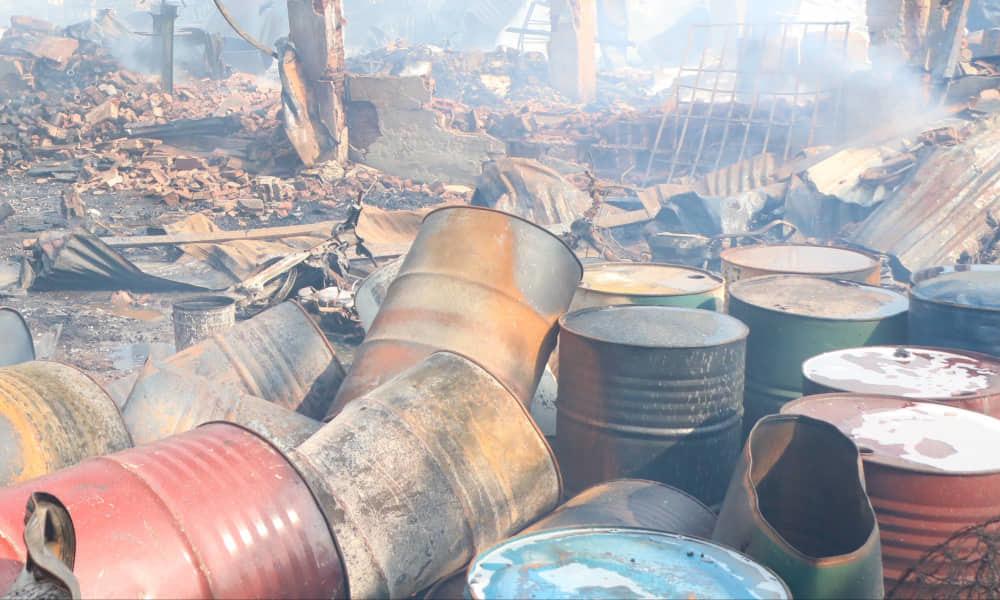 Cháy lớn ở cửa ngõ Sài Gòn, khói đen bốc cao hàng trăm mét