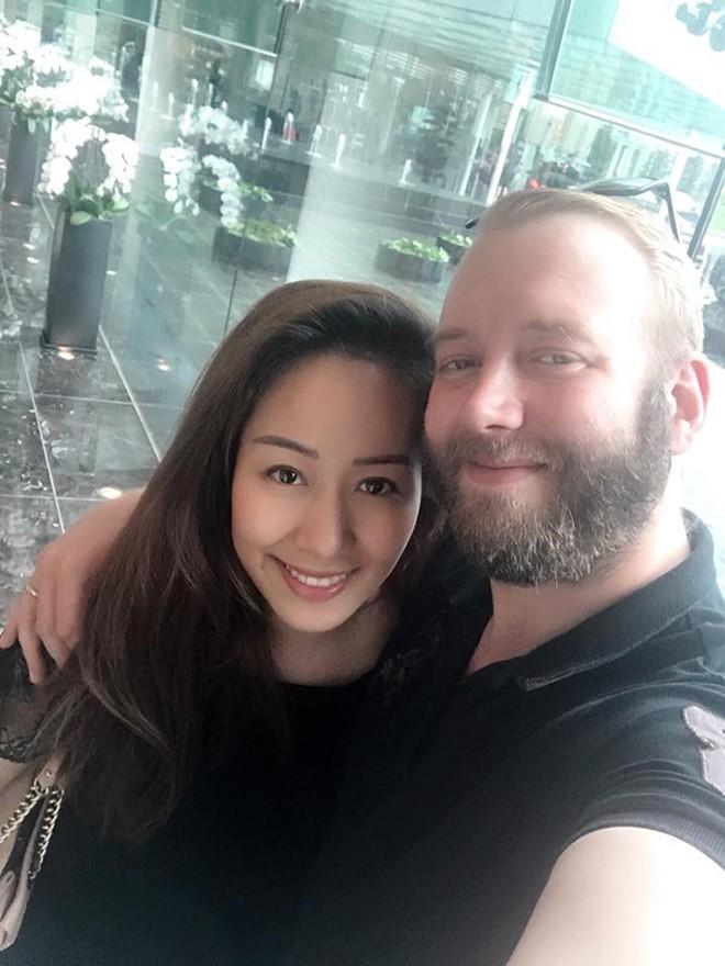 Hoa hậu Ngô Phương Lan sinh con đầu lòng
