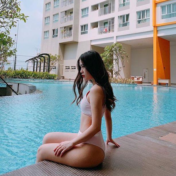 Khoe thân hình nóng bỏng với bikini, hot girl Việt 'đốt' mắt người xem